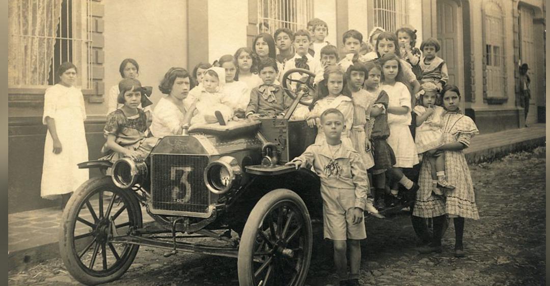 Primer automóvil en Caracas